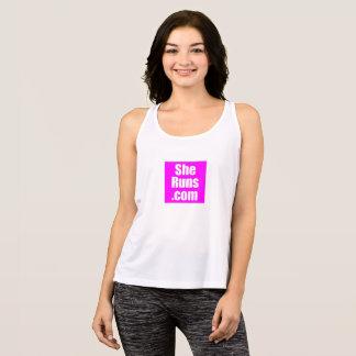 Camiseta De Tirantes club corriente cuadrado rosado de SheRuns.com
