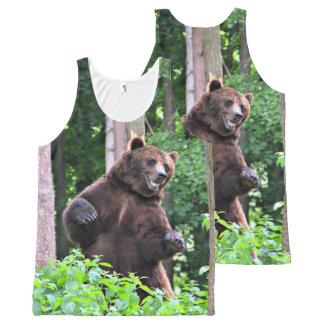 Camiseta De Tirantes Con Estampado Integral Oso grizzly que se coloca alto en las maderas