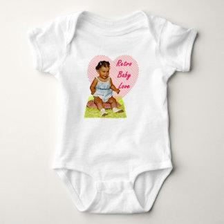 Camiseta de una pieza del amor retro del bebé para