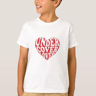 Camiseta debajo de amante de la cubierta
