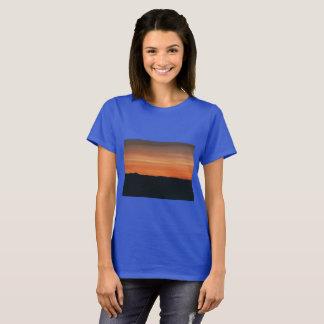 Camiseta del azul real con diseño de la puesta del