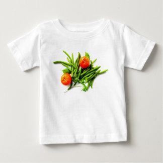 Camiseta del bebé de los naranjas y de las habas