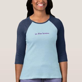 Camiseta del béisbol de las mujeres en la saber