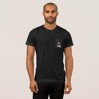 Camiseta del bolsillo del lobo del invierno