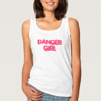Camiseta del chica del peligro