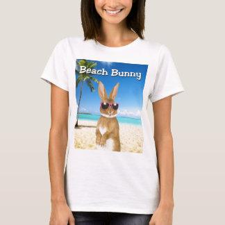 Camiseta del conejito de la playa