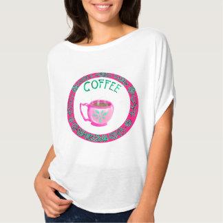 Camiseta del corte holgado de la taza del rosa y