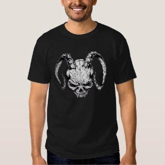 Camiseta del cráneo del demonio en negro