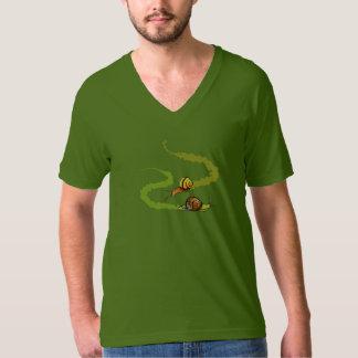 Camiseta del cuello en v de los caracoles