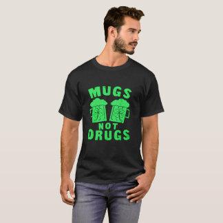 Camiseta del día de St Patrick de las drogas de
