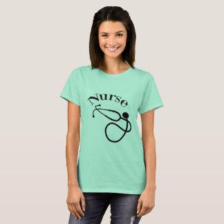 Camiseta del estetoscopio de la enfermera