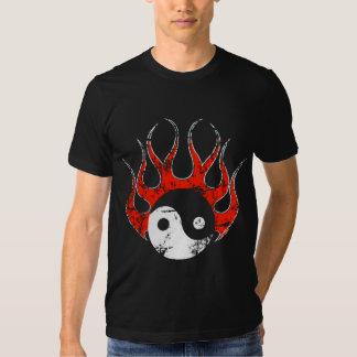 Camiseta del fuego de Yin Yang