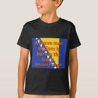 Camiseta Del hombre un proverbio bosnio valiente raramente