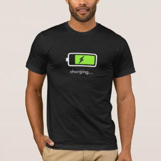 Camiseta del icono de la carga de batería