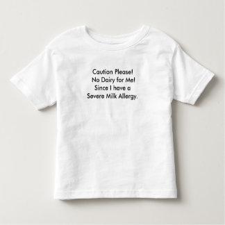 Camiseta del mensaje de la alergia de la leche del