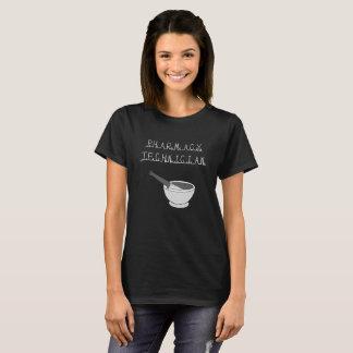 Camiseta del negro del técnico de la farmacia