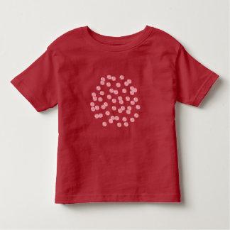 Camiseta del niño con los lunares rojos