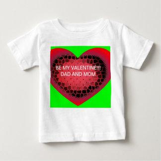Camiseta del niño del corazón de la tarjeta del