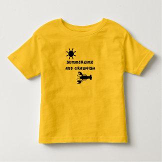 """Camiseta del niño del """"verano y de los cangrejos"""""""