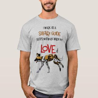 Camiseta del perro salvaje de la guía del safari