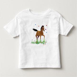Camiseta del potro y del niño de las mariposas