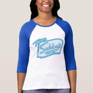 Camiseta del tema de los azules cielos de Sahlen