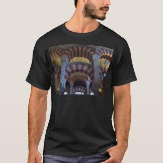 Camiseta dentro de la Mezquita