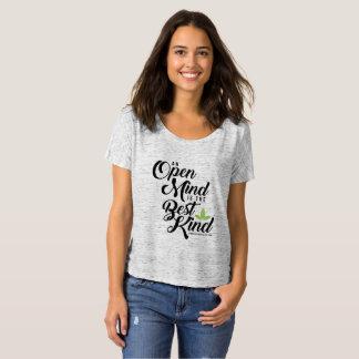 Camiseta desgarbada de la mente abierta de