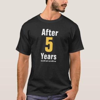 Camiseta Después de 5 años ella todavía me toleró