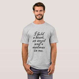 Camiseta Detengo una bestia, un ángel y a un loco en mí