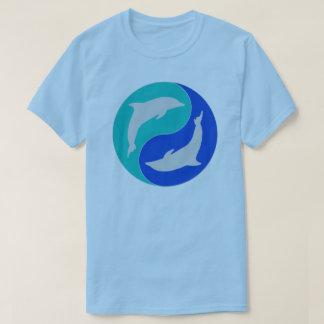 Camiseta Diseño del delfín de yang del yin de los delfínes