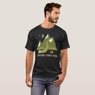 Camiseta El acampar caminando aventura comienza aquí