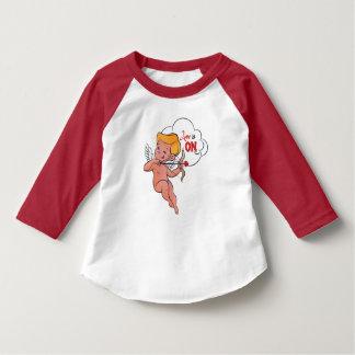 Camiseta El amor de la vuelta del archer del Cupid está en
