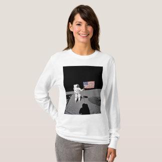 Camiseta El astronauta hace una pausa la bandera de los
