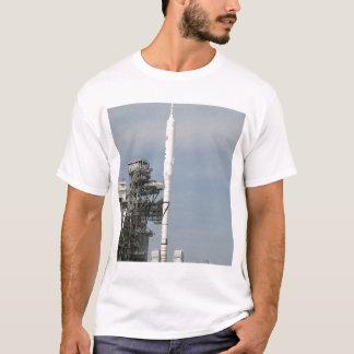 Camiseta El cohete de Ares IX se ve en la plataforma de