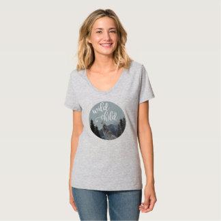 Camiseta El cuello en v T de las mujeres salvajes del niño