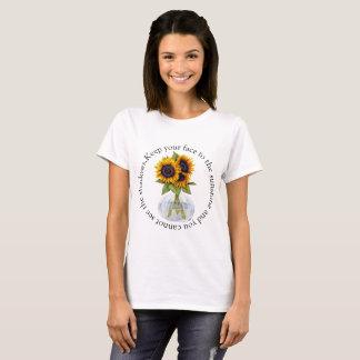 Camiseta El florero de girasoles guarda su cara a la sol