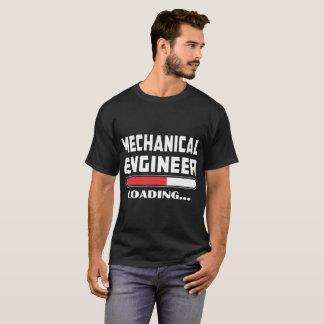 Camiseta El ingeniero industrial que carga por favor espera