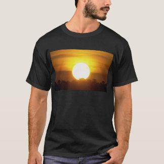Camiseta el kground añade la puesta del sol CONOCIDA de la