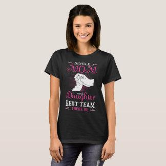 Camiseta El mejor equipo de la madre soltera y de la hija