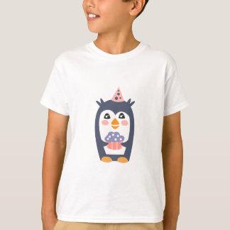 Camiseta El pingüino con el fiesta atribuye enrrollado
