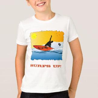 Camiseta El practicar surf ascendente de la resaca