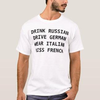 Camiseta El ruso de la bebida de los hombres, conduce al