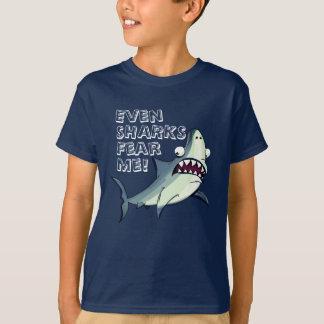 """Camiseta El tiburón divertido del susto """"me teme """""""