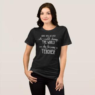 Camiseta Ella creyó que ella podría cambiar al profesor del