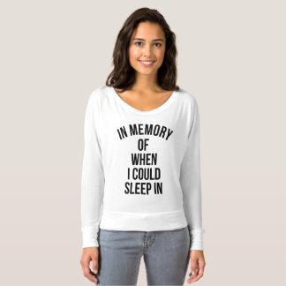 Camiseta En memoria de cuando podría dormir adentro