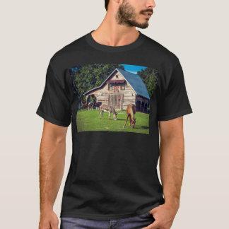 Camiseta Escena hermosa de la granja con los caballos y el