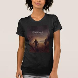 Camiseta Escuche con curiosidad hablan con acto de la