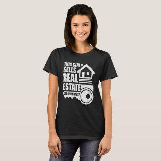 Camiseta ¿Este chica vende las propiedades inmobiliarias