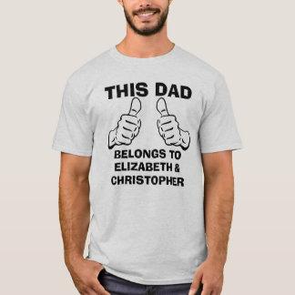 Camiseta Este papá pertenece para incorporar nombres de los